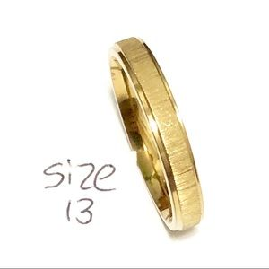 Men's / Women's Gold Tone Ring, Size 13
